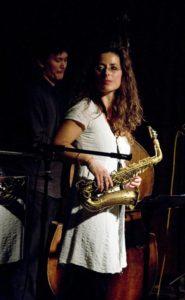 Caroline Thon auf der Bühne mit Patchwork